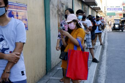 Antipolo,City,,Philippines,-,March,26,,2020:,Customers,Line,Up